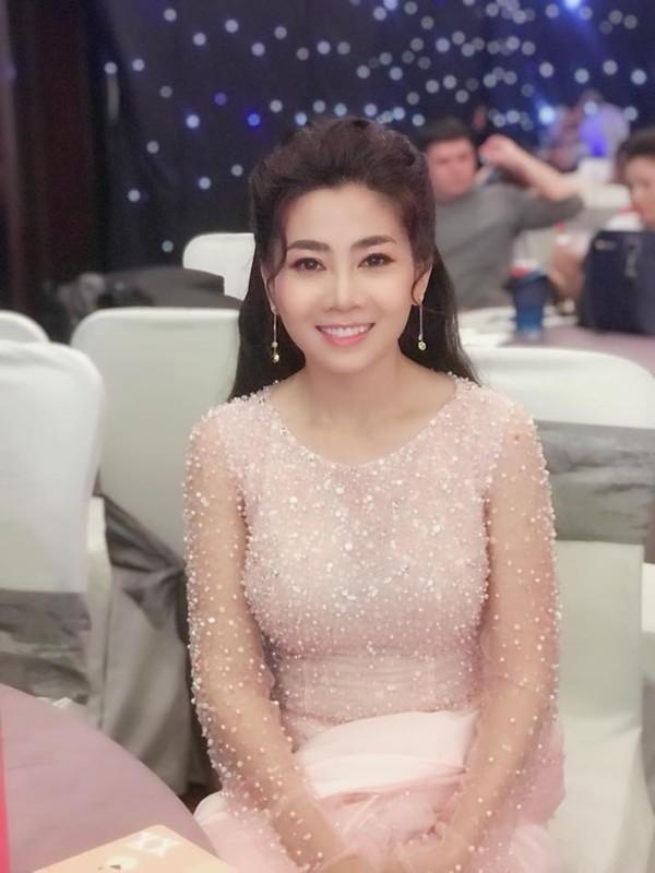 Mai Phương cố gắng đi ghi hình một chương trình vào đầu tháng 11.