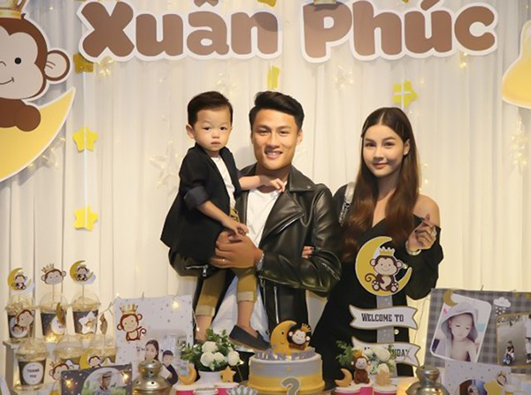 It was not until November 22, Mac Don's mother was two years old; age, but the midwife Quang Ninh and her party party anniversary party take place early on 11/11.