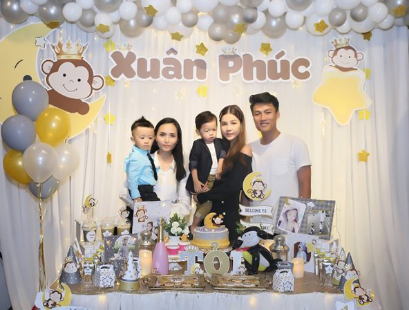 Van Quyen's son, Van Quan's son, presented Mac Hong Quan's anniversary. Van Resolution is a close friend of a Vietnam counterpart overseas but he can not go to his party because he is targeting the Vietnam AFF Cup 2018 team.