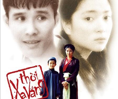 Ngô Thế Quân (bìa trái ảnh to) trên poster phim Thời xa vắng