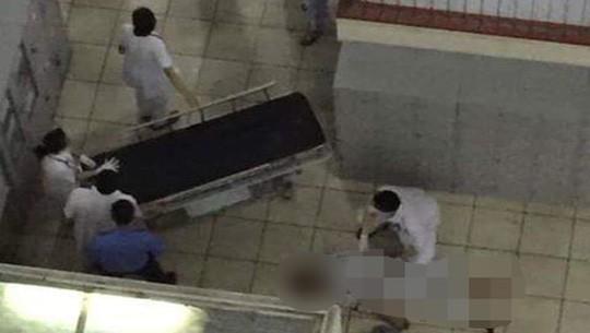 Khu vực xảy ra vụ bệnh nhân nhảy lầu tự tử - Ảnh: Facebook