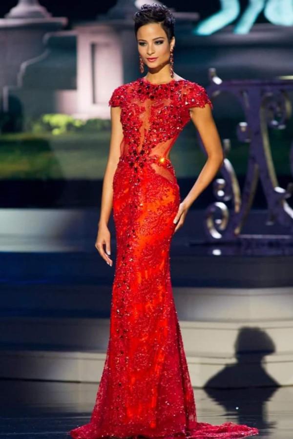 Miss Universe 2014 chứng kiến sự tỏa sáng của một người đẹp tóc tém khác, đó là hoa hậu Jamaica - Kaci Fennell. Cô dừng bước ở vị trí Á hậu 4. Nhiều khán giả bày tỏ sự tiếc nuối và cho rằng chính mái tóc ngắn quá khác biệt không mang đến cho cô danh hiệu cao nhất.