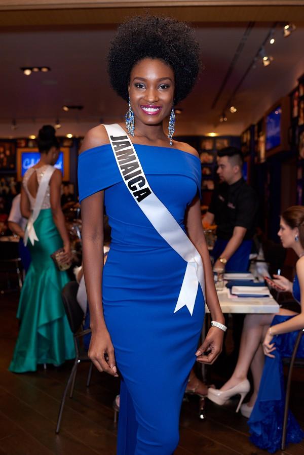 Á hậu 2 Miss Universe 2017 đến từ Jamaica cũng gây ấn tượng mạnh với mái tóc rối xù không đụng hàng.
