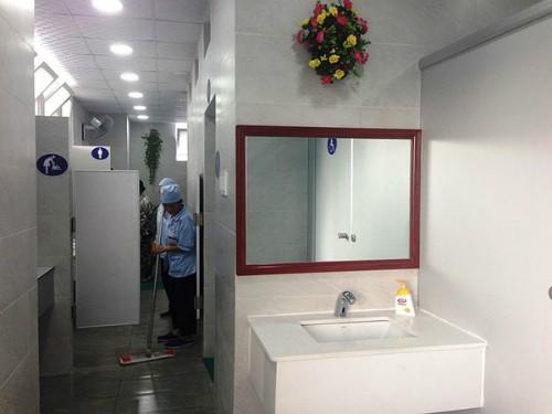 Nhà vệ sinh ở bệnh viện E không chỉ sạch mà còn đẹp