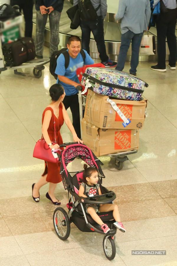 Vợ chồng nữ diễn viên dự định ở Việt Nam khoảng 10 ngày thăm gia đình và quay chương trình về du lịch ở miền Tây, Đà Lạt.