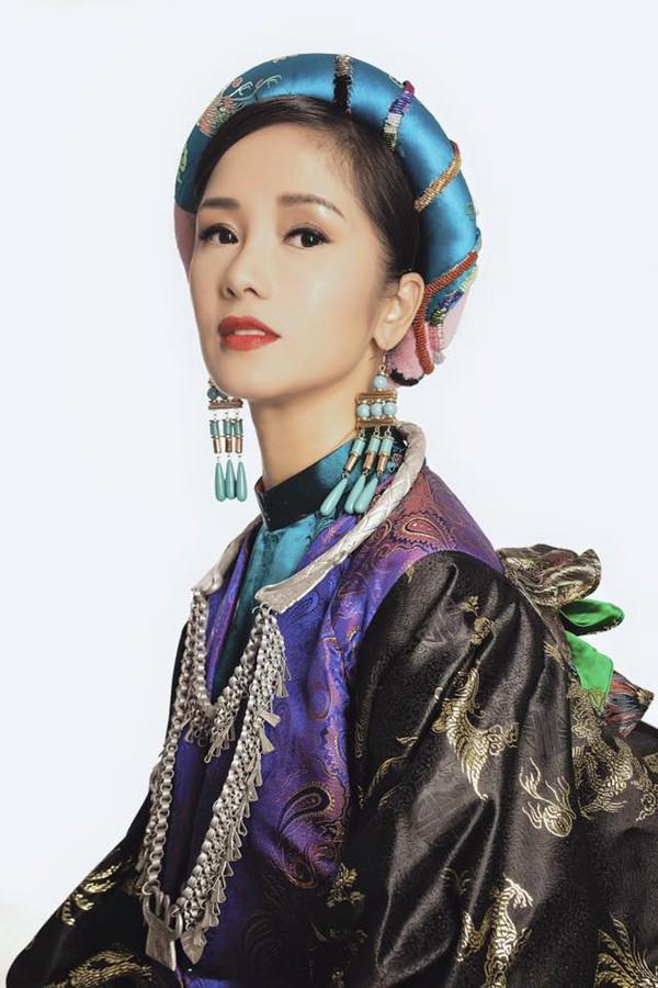 Hồng Nhung là giọng ca nhạc nhẹ được mọi người yêu mến những năm cuối 90.