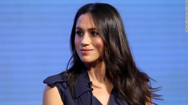 Meghan Markle sinh ra và lớn lên ở Los Angeles, California. Sau khi tốt nghiệp Đại học Northwestern với chuyên môn về kịch nghệ và nghiên cứu quốc tế năm 2003, cô đóng vai phụ trong một số bộ phim truyền hình Mỹ.