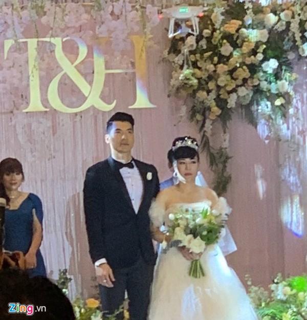 Tối 18/11, Trương Nam Thành làm đám cưới với nữ đại gia hơn 15 tuổi tại một khách sạn hạng sang ở Hà Nội. Hôn lễ nhận được nhiều sự chú ý từ dư luận vì ngay từ khi công khai yêu nhau mối tình lệch tuổi của Trương Nam Thành và nữ doanh nhân lớn tuổi đã gặp nhiều chỉ trích. Tuy phải đối mặt với nhiều gièm pha nhưng Á vương chia sẻ anh chưa bao giờ hối hận khi chọn nữ đại gia làm vợ của mình.
