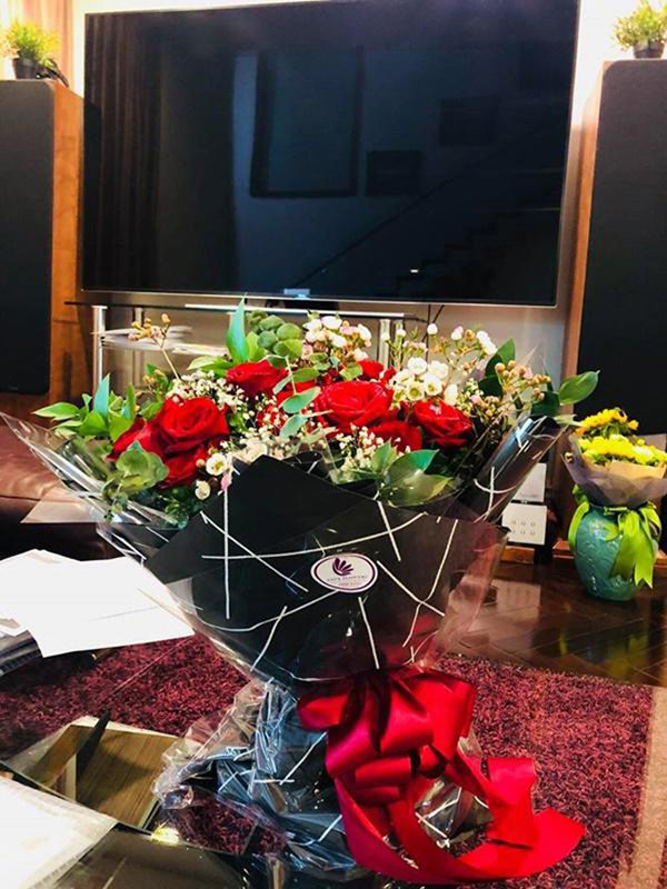 Nhờ cưới được vợ giàu có nên Trương Nam Thành ổn cả về vật chất lẫn tinh thần. Thỉnh thoảng để nịnh vợ, Trương Nam Thành còn mua tặng hoa cho doanh nhân giàu có này.