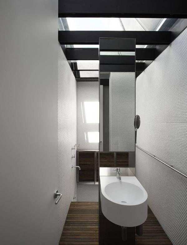 Khu vực nhà vệ sinh tối giản, tiện dụng.
