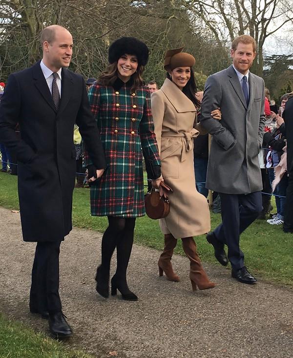 Họ từng là một gia đình hạnh phúc trong mắt công chúng. Chính vì vậy, khi thông tin Harry rời khỏi cung điện Buckingham vì mâu thuẫn với anh trai đã khiến nhiều người tiếc nuối.