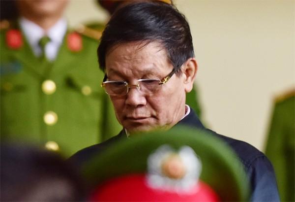 Bị cáo Phan Văn Vĩnh đến tòa sáng nay. Ảnh: VnExpress