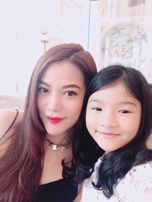 Trương Ngọc Ánh và con gái - bé Bảo Tiên.