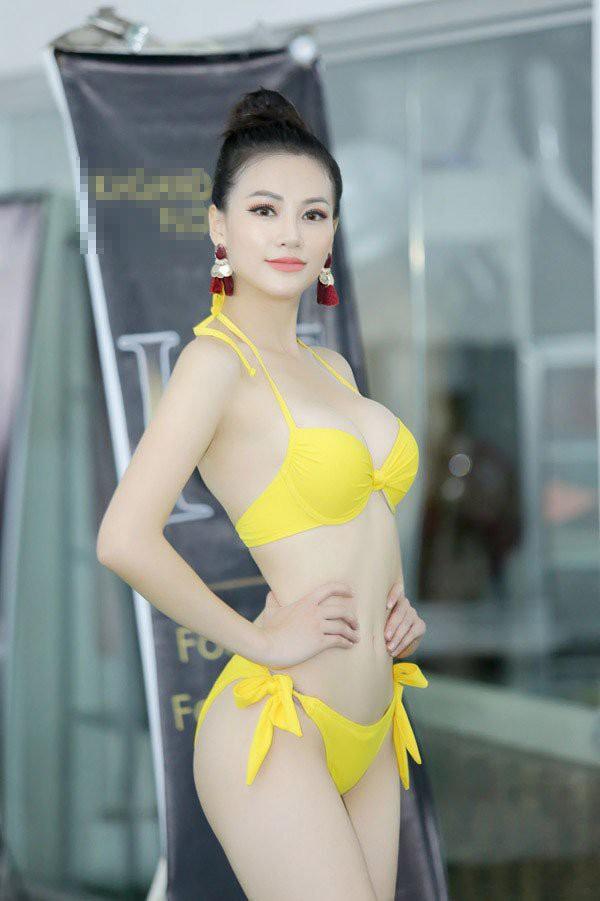 Nhờ quá trình tập luyện bền bỉ, Phương Khánh luôn giữ được vòng eo 56, người cô không có mỡ thừa.