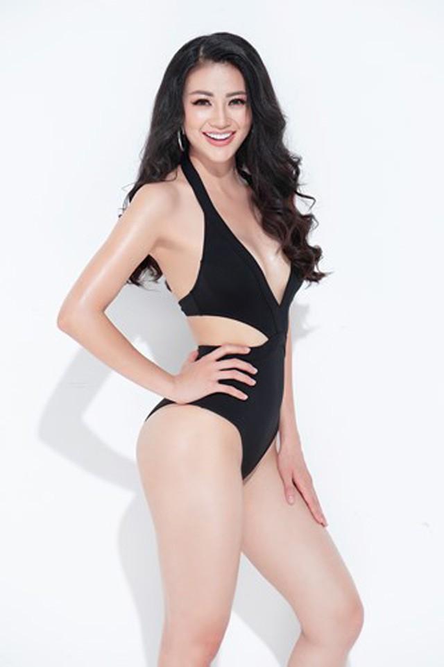 Người đẹp hiện là sinh viên trường Curtin University Singapore, chuyên ngành marketting. Cô cũng là sinh viên đạt thành tích học tập loại giỏi với số điểm trên 8 chấm.