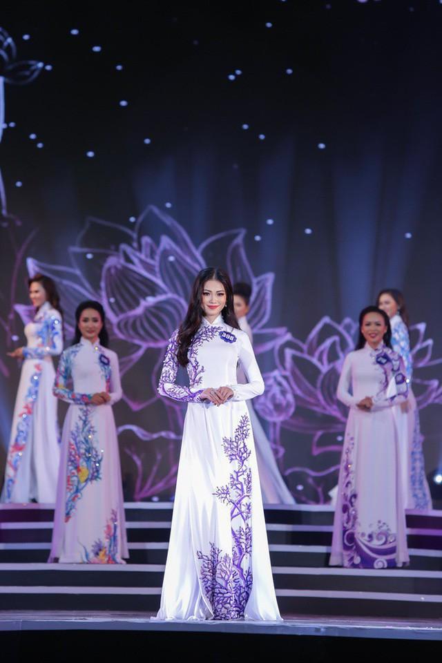 Phương Khánh sinh năm 1994 ở Bến Tre, là du học sinh Singapore. Khoảng nửa năm trước, cô từng tham gia Hoa hậu Biển Việt Nam toàn cầu 2018. Đây là hình ảnh hồi Phương Khánh trên sân khấu Hoa hậu Biển Toàn cầu và đạt Á hậu II