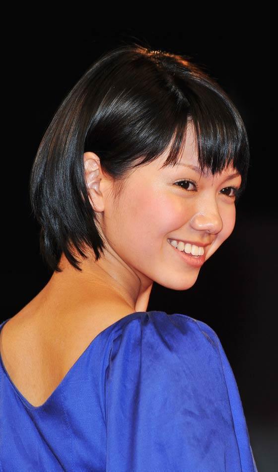 Ở những năm thuộc thập niên 90, kiểu tóc ngắn ngang cằm được cắt không khuôn mẫu kết hợp với phần mái ngang tỉa sole trở thành một cơn sốt trong giới thời trang.