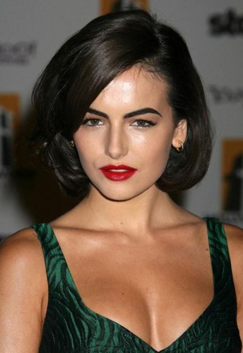 Đến nay, phong cách này đã quay trở lại và tạo một làn sóng ủng hộ đông đảo từ phụ nữ ở độ tuổi sau 40. Kiểu tóc này không chỉ giúp bạn trẻ trung hơn mà còn mang đến vẻ đẹp cổ điển.