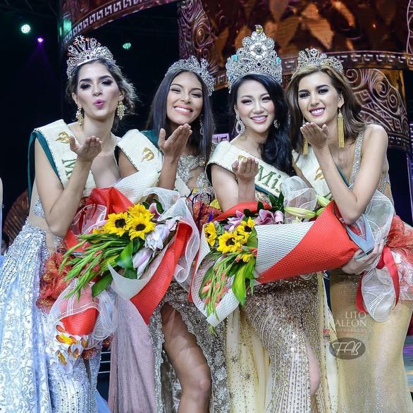 Khoảnh khắc Phương Khánh đăng quang Miss Earth 2018