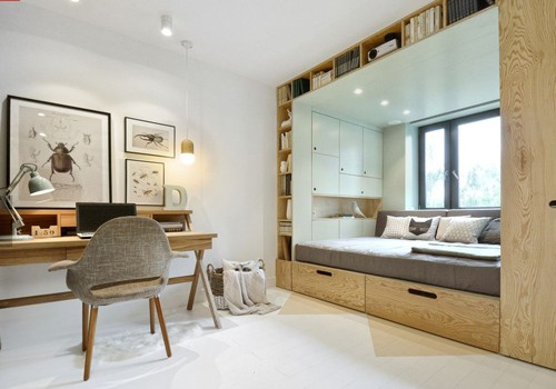 Căn phòng thuê 14 m2 của cô gái 16 tuổi, ở Matxcova được hai kiến trúc sư người Nga cải tạo sáng đẹp, cảm giác rộng rãi hơn nhiều so với kích thước thật. Để có được không gian ấn tượng này, KTS đã sử dụng hệ tủ gỗ thông minh, vừa là chỗ ngủ, vừa là nơi trang trí, bày biện nhiều vật dụng.