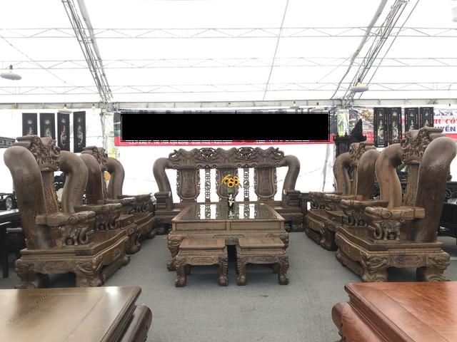 Bộ bàn ghế phải kê trong khoảng 50m2 mới đủ