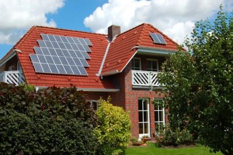 Nếu gia chủ đi vắng cả ngày, việc đầu tư điện mặt trời không thực sự hiệu quả. Ảnh: solarpowerauthority.