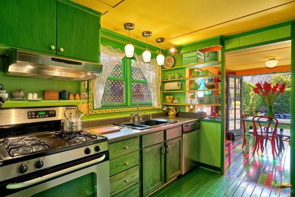 Phòng bếp nhỏ, ấm cúng nhưng đầy đủ tiện nghi