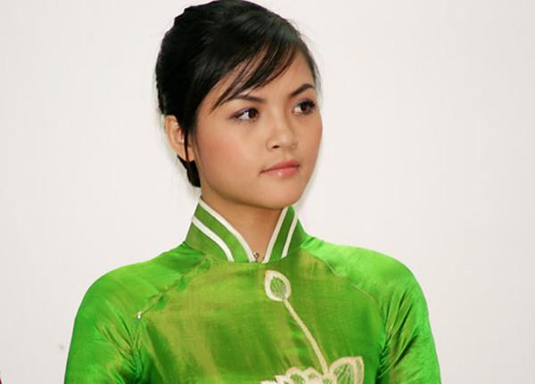 Năm 2008, Thu Quỳnh nộp đơn đăng ký cuộc thi Hoa hậu Việt Nam 2008. Lúc đó, cô cao 1,66m, nặng 50kg và có số đo ba vòng là 81-62-88.