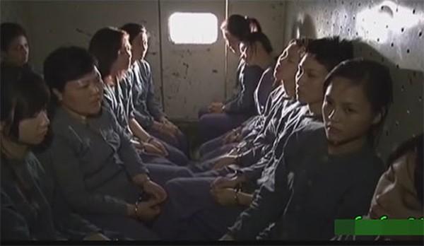 Ngay khi còn trên ghế nhà trường, Thu Quỳnh đã có vai trong phim 13 nữ tù nhân của đạo diễn Lưu Trọng Ninh