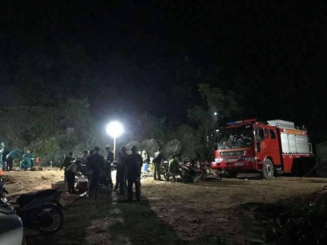 Hơn 100 người tham gia công tác tìm kiếm cứu nạn.