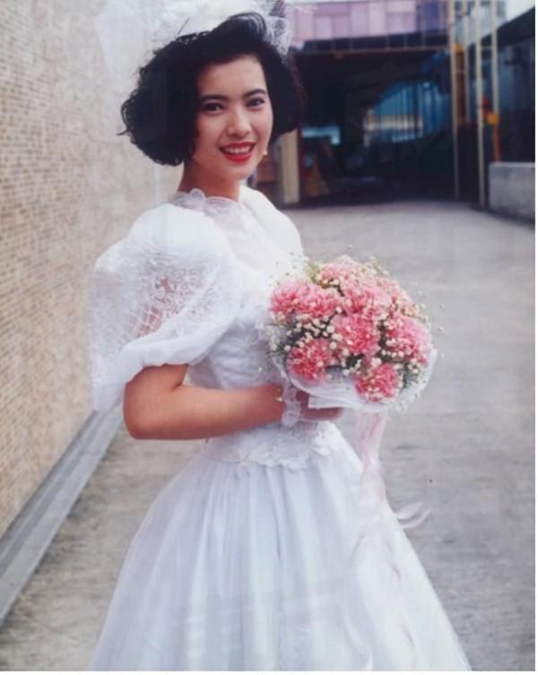 Lam Khiết Anh có 11 người tình nhưng cho đến lúc chết, cô vẫn chưa bao giờ mặc áo cưới cô dâu.