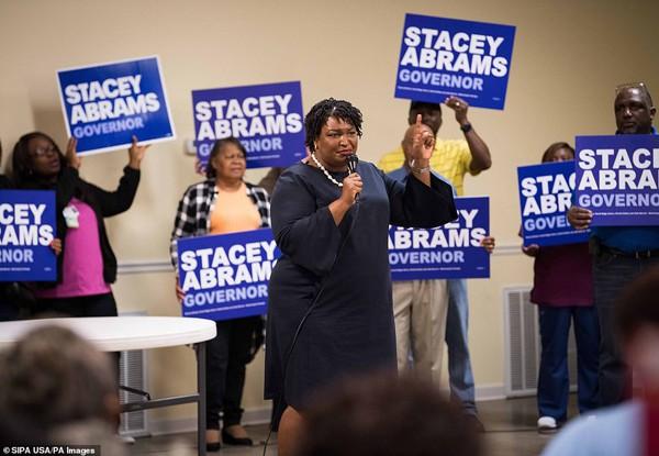 Đại diện Đảng Dân chủ, bà Stacey Abrams của Gruzia