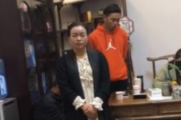 Vị hiệu trưởng thú tội và nhận lỗi trong đoạn video do phụ huynh quay lại