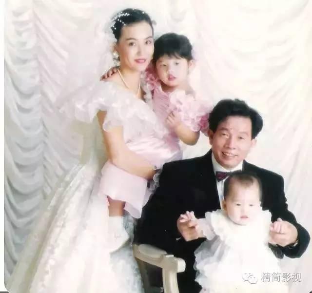 Cô từng gây tranh cãi khi kết hôn với Lưu Gia Lương, người hơn cô những 30 tuổi và còn từng kết hôn.