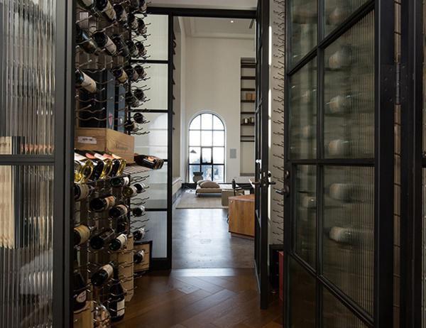 Một phòng rượu vang có thể chứa tới 630 chai rượu