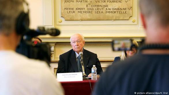 Ông Jean-Claude Gaudin, thị trưởng thành phố Marseille, từ chối nhận trách nhiệm trong vụ các tòa nhà đổ sập - Ảnh: DPA