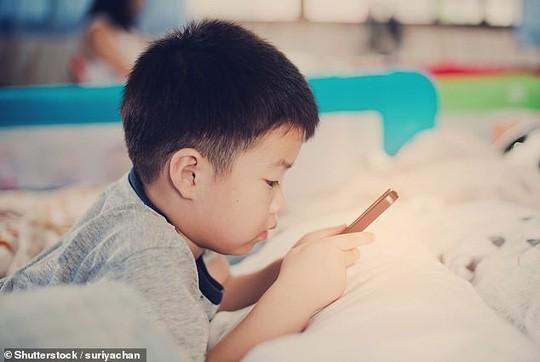 Các thiết bị công nghệ có thể trở nên rất nguy hiểm cho sức khỏe trẻ em - ảnh: SHUTTERSTOCK