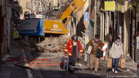 Hiện trường tòa nhà đổ sập ở Marseille - Ảnh: DPA