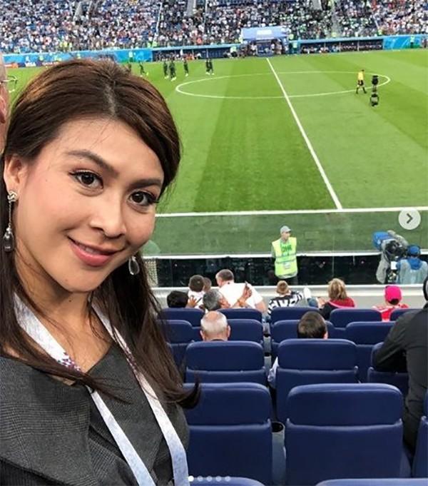 Nursara là một trong 4 nạn nhân thiệt mạng cùng tỷ phú Vichai Srivaddhanaprabha trong tai nạn máy bay hôm 27/10, bên ngoài SVĐ King Power của CLB Leicester City. Trước khi mất, cô là trợ lý của ông Vichai, thường xuyên đi theo ông trong các chuyến công tác.