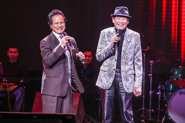 Tuấn Vũ và Chế Linh trong đêm nhạc.