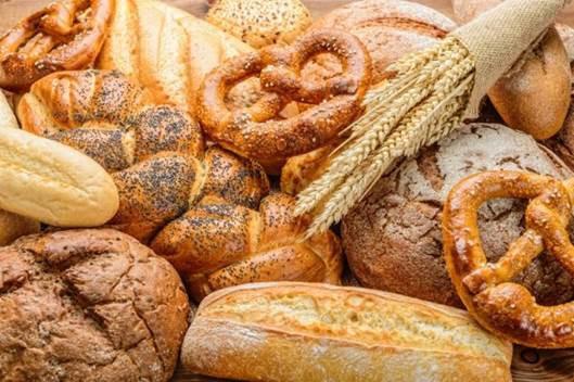 Bánh mì, lúa mì, yến mạch là những thực phẩm người cao tuổi mắc zona nên hạn chế ăn. Ảnh minh họa.