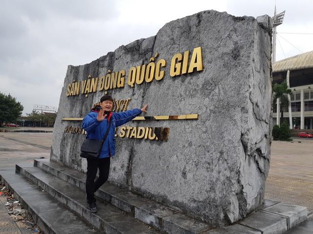Chuyên gia phong thuỷ Triệu Hải đề xuất nên di dời khối đá trước cổng sân vận động Mỹ Đình. Ảnh: M.Anh