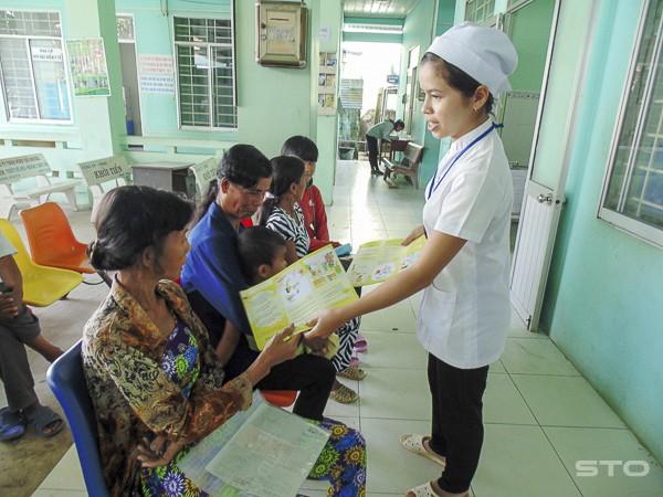 Đẩy mạnh tuyên truyền xã hội hóa phương tiện tránh thai đã góp phần giúp Sóc Trăng nâng cao công tác chăm sóc sức khỏe sinh sản. ảnh TL