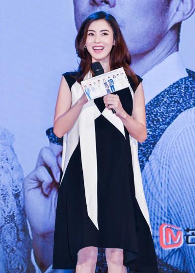 Trương Bá Chi xuất hiện hồi tháng 5 với chiếc váy rộng thùng thình nhưng không ai để ý