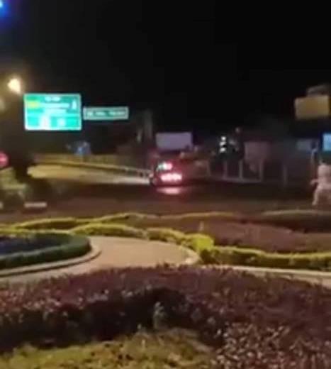 Hình ảnh xe cảnh sát giao thông chạy lùi cao tốc Thái Nguyên - Hà Nội (đoạn đảo tròn Tân Long - TP. Thái Nguyên). Ảnh cắt từ clip