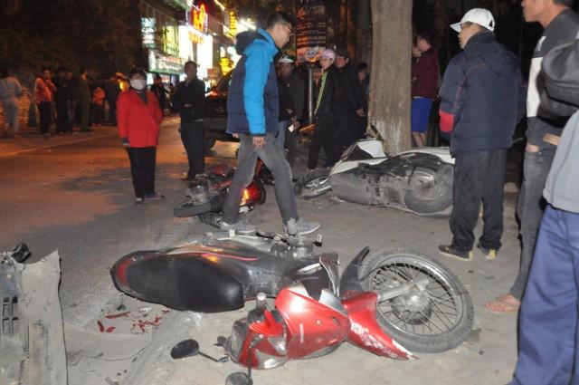 Nhiều người bị thương đã được đưa đi cấp cứu.