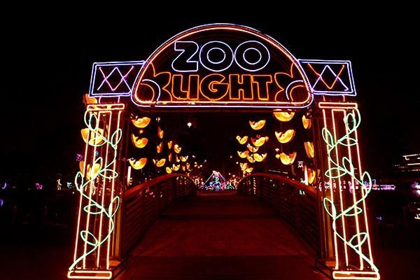 Lối vào khu vườn thú Zoo Light.