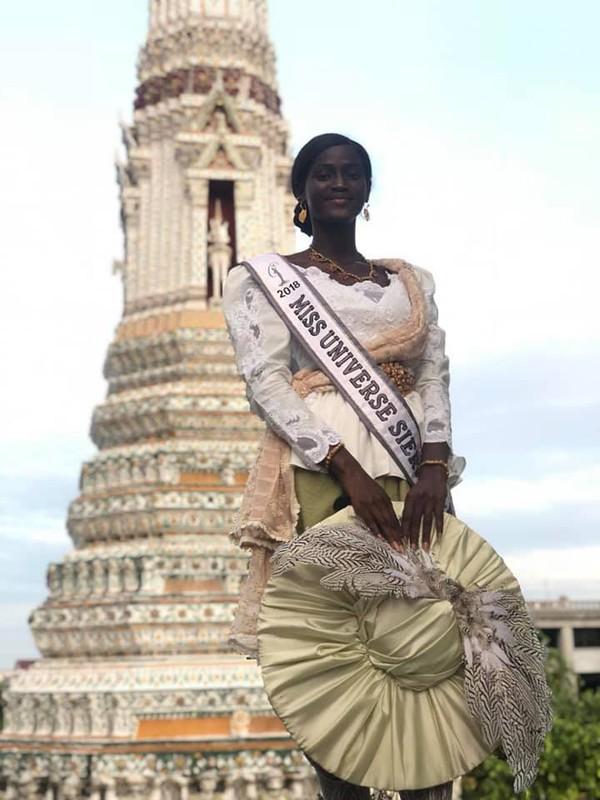 Hình ảnh cô Hoa hậu được đưa đi tham quan Bangkok.