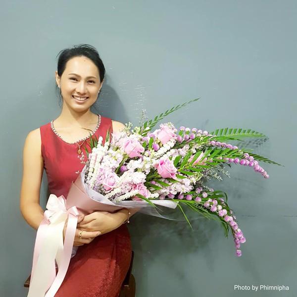 Cô hiện tại đang kinh doanh hoa và cô nhận được sự ủng hộ từ nhiều người nổi tiếng.