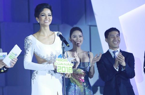 Hhen Niê vừa giành giải Ngôi sao vì cộng đồng. Ảnh Ngôi sao